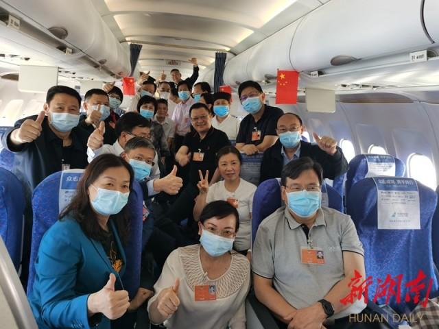 湘全国政协委员抵京出席全国摩鑫注册两会,摩鑫注册图片