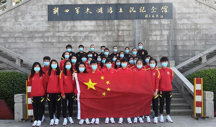爱国主义教育!中国女足参观太湖新四军游击队革命纪念馆