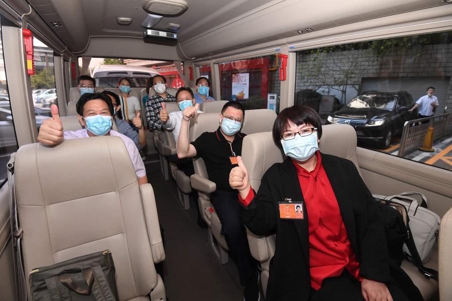 摩天平台全国政协摩天平台委员启程赴京出席全图片