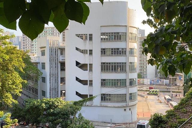 [摩天开户]香港警方在空置中学校摩天开户舍发现爆炸图片