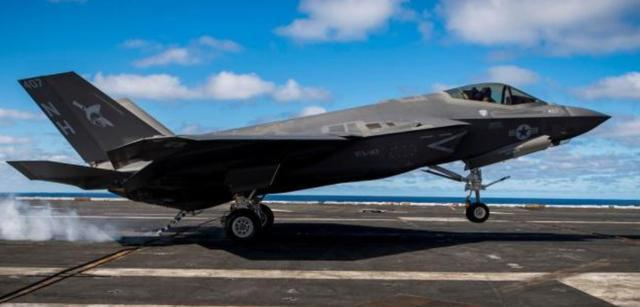终极大黄蜂!美军再获新型舰载机,某些方面比F35还要强