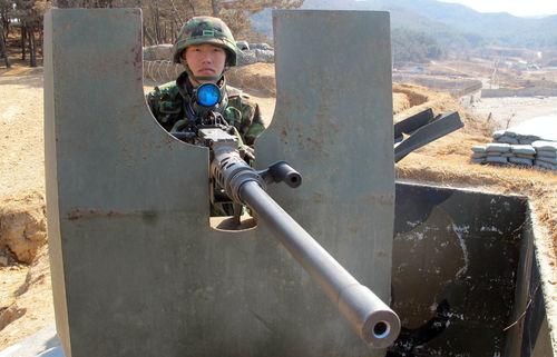 资料图:韩军K6机关枪(韩联社)