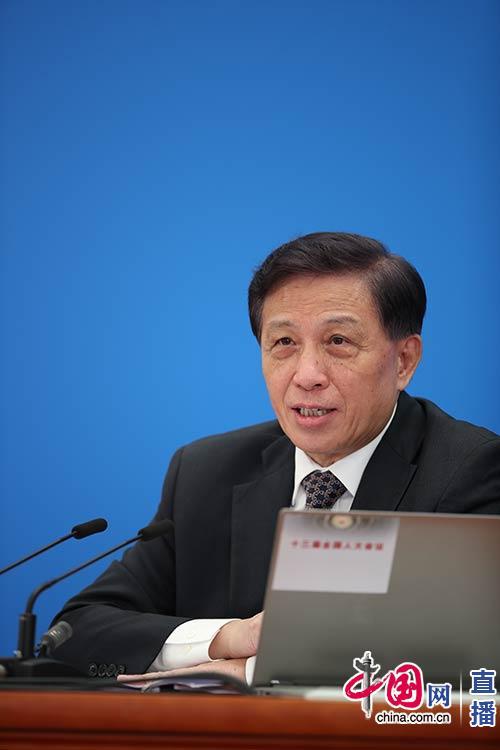 大会讲话人张业遂就大集会程和人大事情相关问题回覆中外记者提问。中国网杨佳摄影