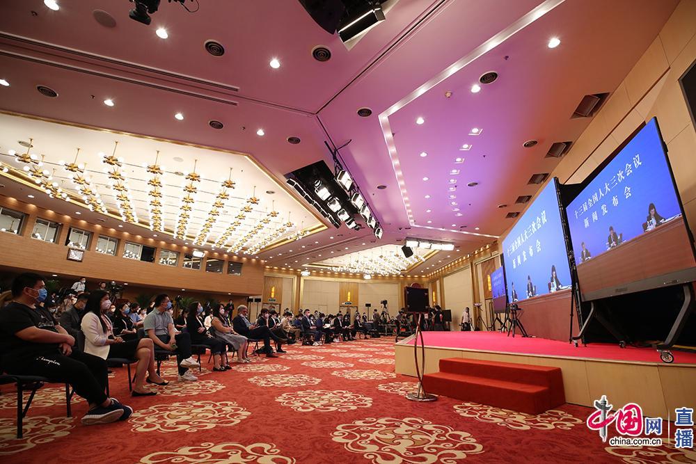 5月21日,十三届天下人大三次集会在人民大礼堂消息公布厅举办消息公布会,大会谈话人张业遂就大集会程和人大事情相干题目回覆中外记者提问。图为梅地亚分会场。中国网记者张若梦摄