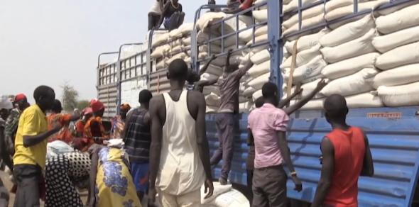 △南苏丹发放救济粮食