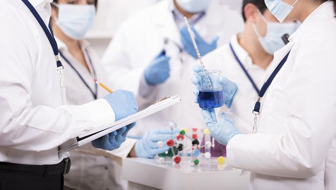 """疫情敲响医学教育改革警钟,在沪全国政协委员建议试行""""5+3医学博士""""模式图片"""