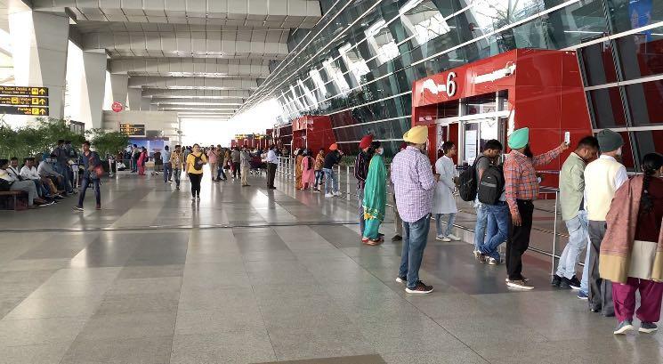印度国内民航25日恢复运营 6月1日铁路开通