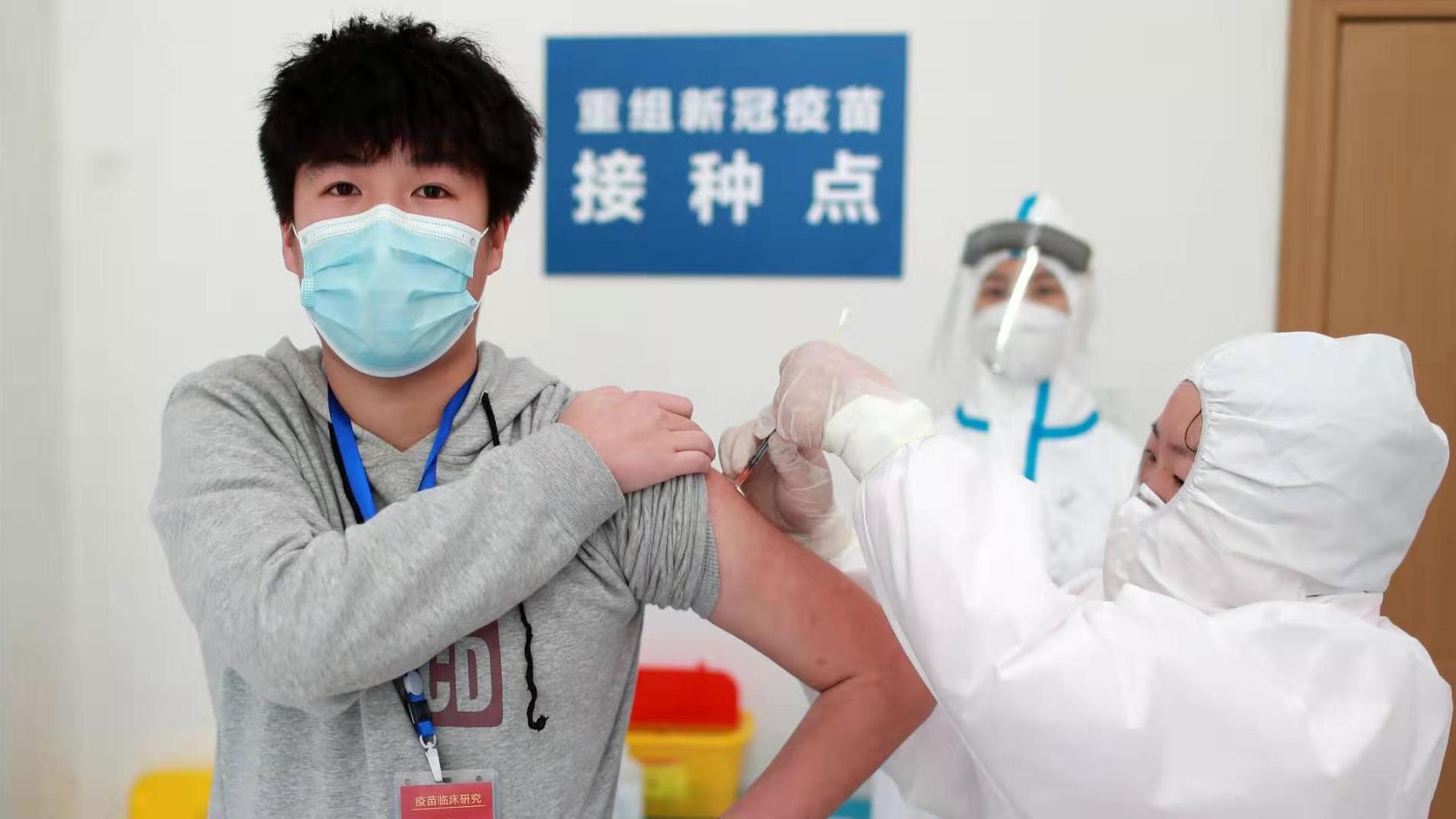 △武汉自愿者接种重组新冠病毒疫苗Ⅱ期临床实行(图片泉源:人民视觉)