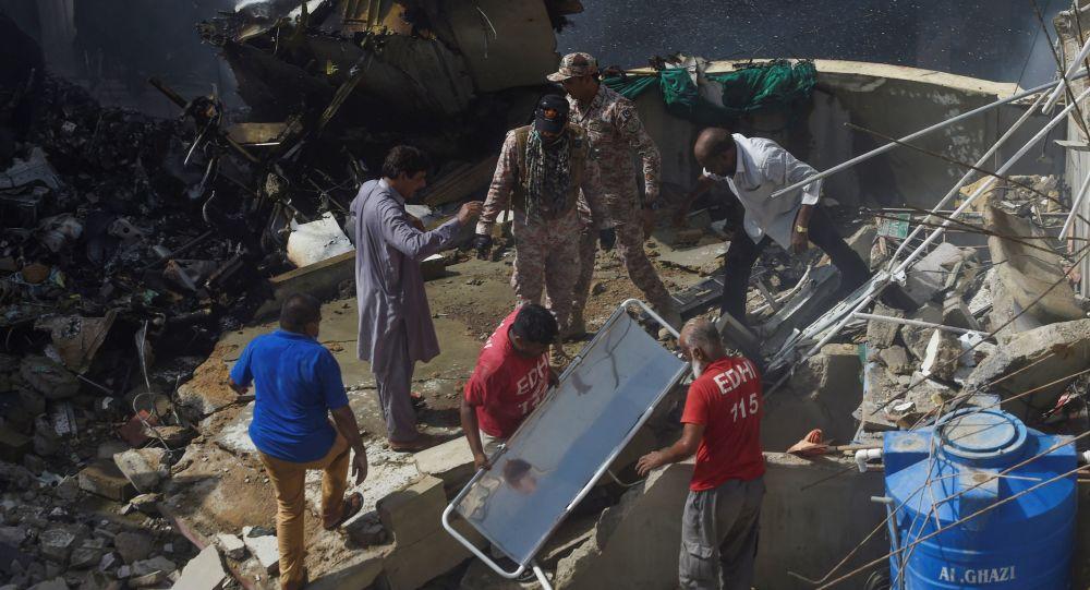 巴基斯坦证实,失事客机上共99人,其中97人遇难2人幸存。(图源:法新社)