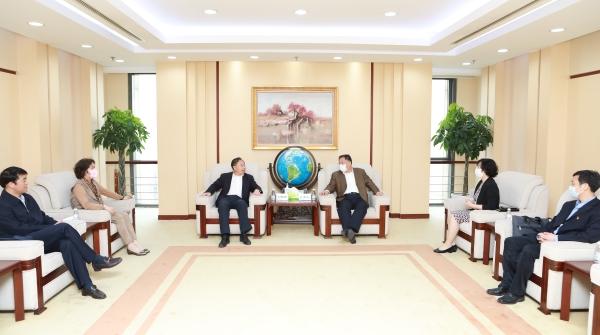 中智集团领导一行拜访中国医药集团有限公司