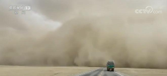 青海格尔木乌图美仁乡25日出现沙尘暴天气图片