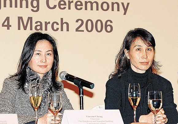 何超琼(左)和何超凤。图片来源:视觉中国