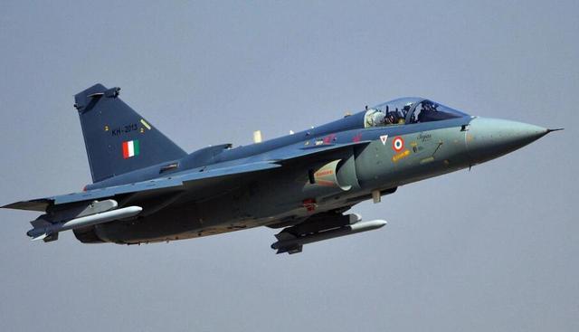 """印度空军第二支中队将装备自产LCA""""光辉""""战斗机,差距仍很明显"""