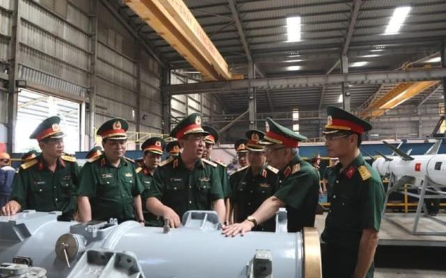越军反舰导弹生产车间正式曝光,非常简陋就像工棚,实在太low了