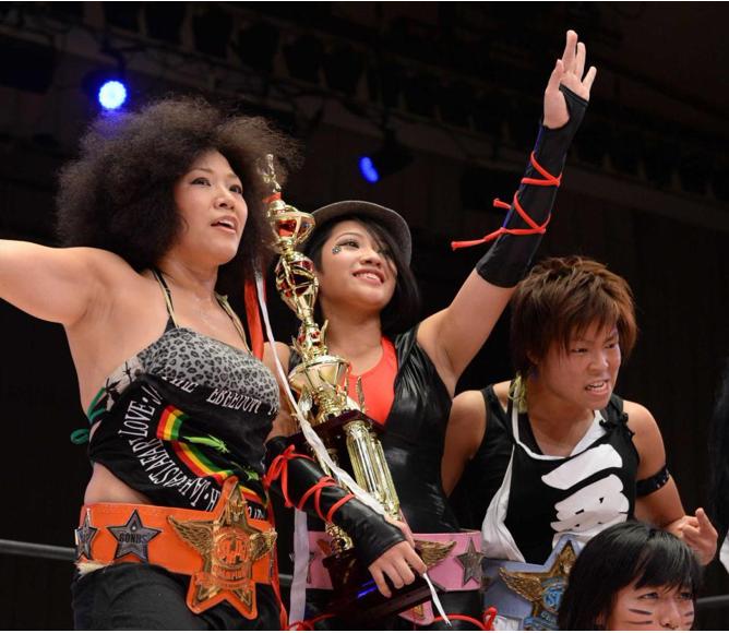 木村和母亲(左一)一起参加比赛(体育日报)