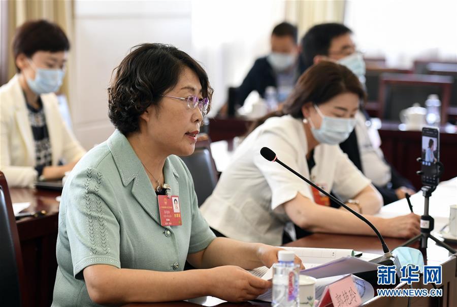 天富:人大代表郭艳玲保护天富草原生态促进畜牧业发图片