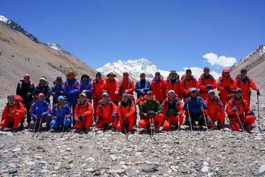 资料图:2020珠峰测量登山队队员合影。赵佳明 摄