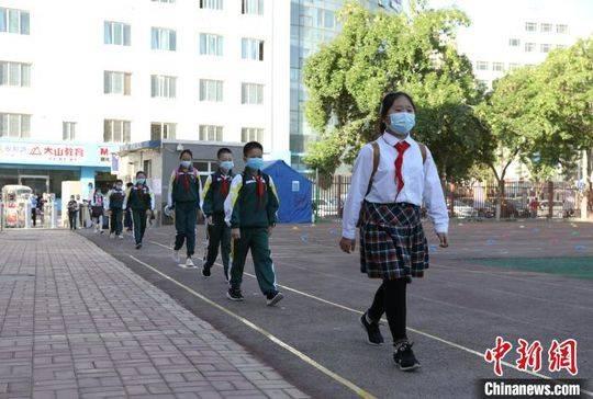 博猫官网:夏首批近29万名小学生返校复博猫官网图片