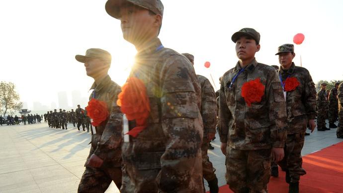 应届毕业生优先!上海今年将从普通高等学校毕业生中直接招收士官图片