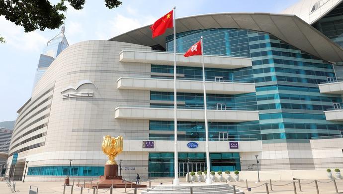 有人造谣蒙蔽青年 港区委员:搞乱香港港人何以为生?图片