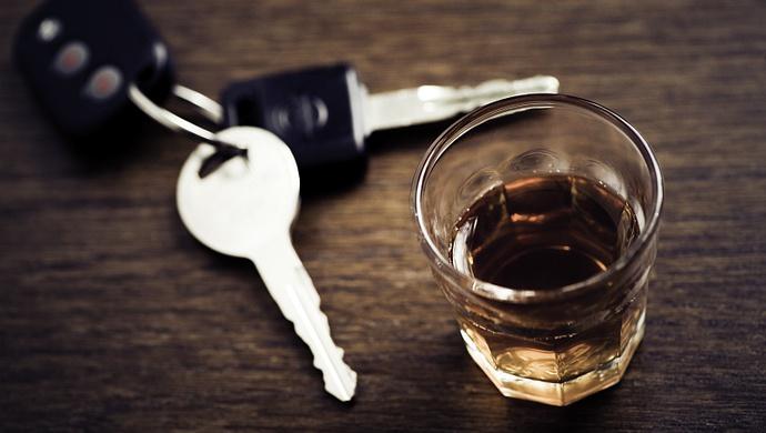 司机醉酒驾驶被查,坐在副驾驶的车主为何也同样被判刑?图片