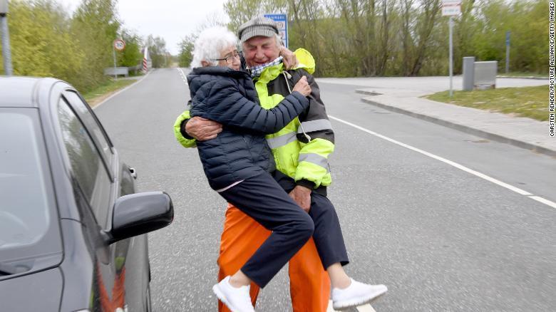 ↑丹麦宣布跨国伴侣在见面前必须证实恋爱关系的真实性。图据CNN新闻