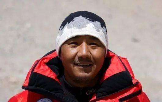 珠峰测量登山队攻顶组组长次落。图片来源:中国登山协会 卢明文 摄