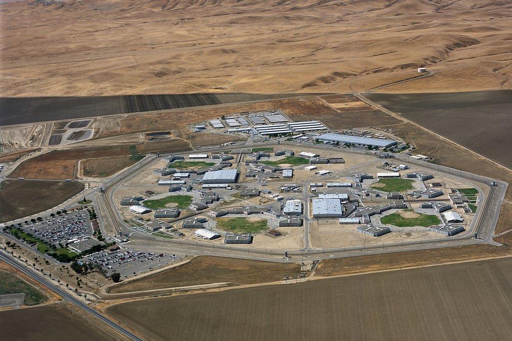 美加州州立监狱接连暴发新冠疫情 致9名服刑人员死亡