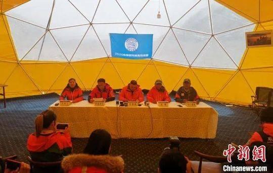 4月30日下午,2020珠峰高程测量首场新闻发布会在珠峰大本营召开。袁泉 摄