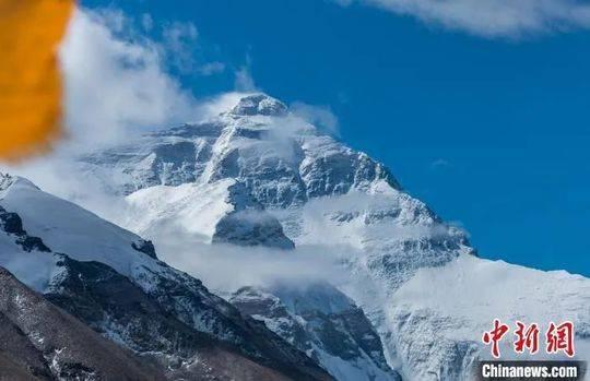 资料图:珠穆朗玛峰。何蓬磊 摄