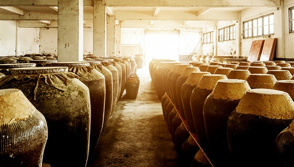 """前4月出货量暴跌超5成,白酒经销商消化库存""""堰塞湖""""仍需3个月"""