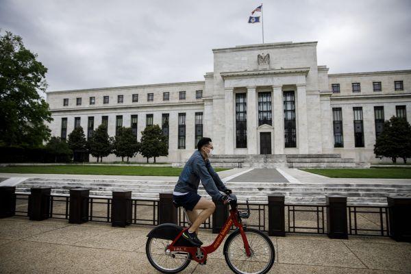 美媒:西方经济现十余年来最大降幅