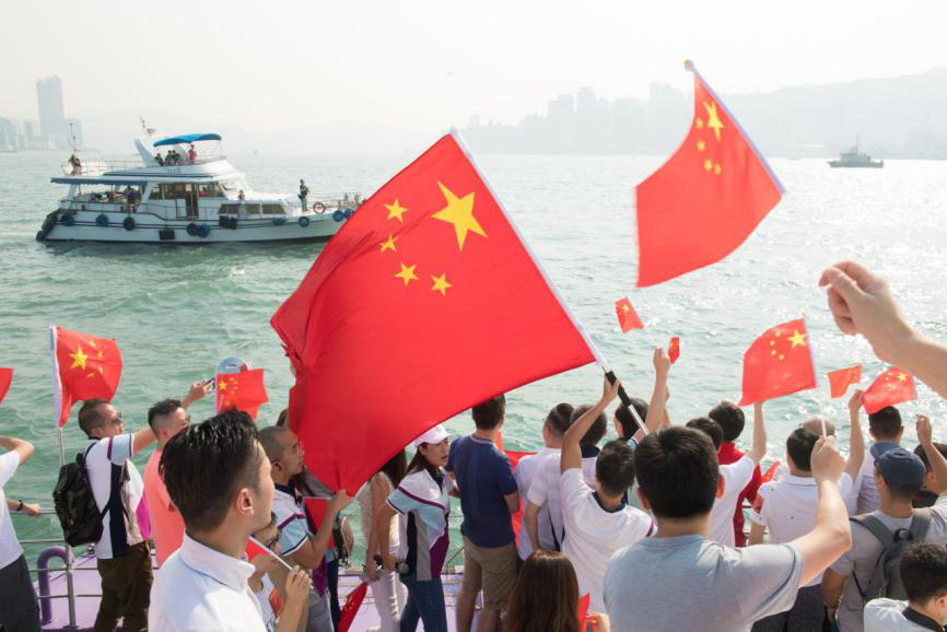 2019年10月1日,約300名香港市民在維多利亞港,以游船方法慶賀新中國建立70周年。新華社記者 翁忻旸 攝