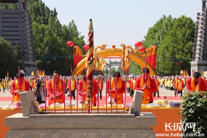 庚子年张氏祭祖大典在河北清河举行 海内外70余万张氏宗亲网上祭祖