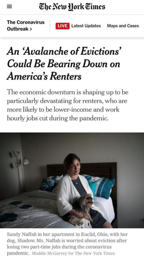 △《纽约时报》称,美国大量租客将面临被驱离住所的风险(图为受访者桑迪·纳法和她的狗在租住的公寓内,受疫情影响,失去两份兼职工作的她担心将被驱离住所)