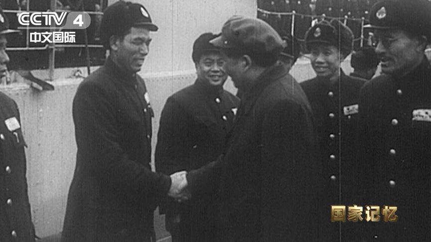 毛泽东观察人民水师