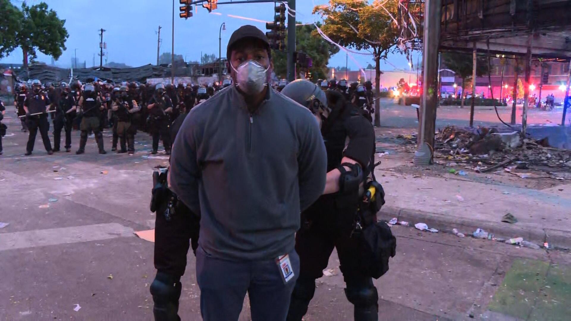 《【华宇娱乐注册平台官网】凌晨现场直播抗议示威时 CNN记者被美国警方逮捕》