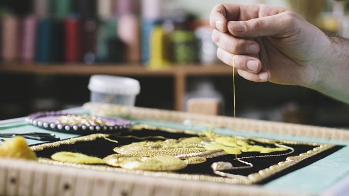 台湾匠人1|谁说刺绣是女性专利?这位台湾男绣娘作品让人尖叫图片