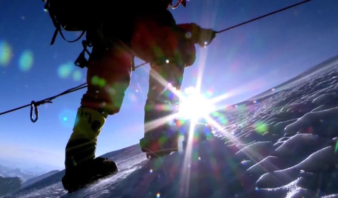 摩天注册:不易的珠峰登顶攀登者经历摩天注册了哪图片
