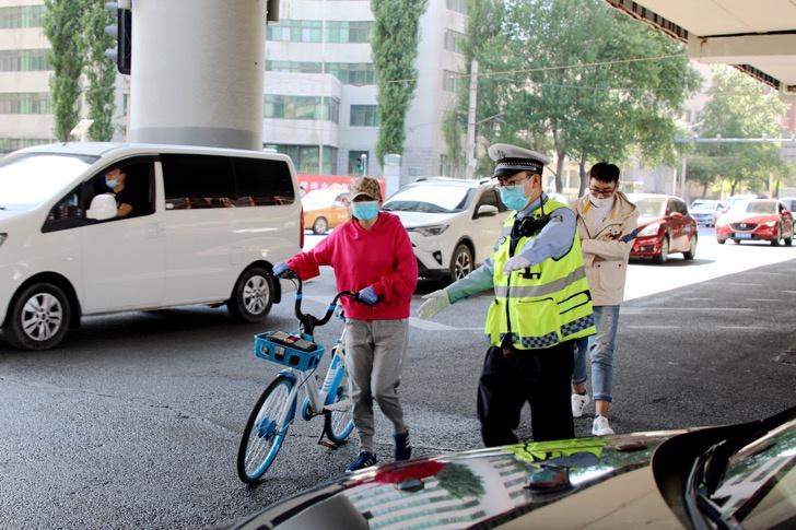 摩天娱乐,市交警集中治理非机摩天娱乐动车以图片