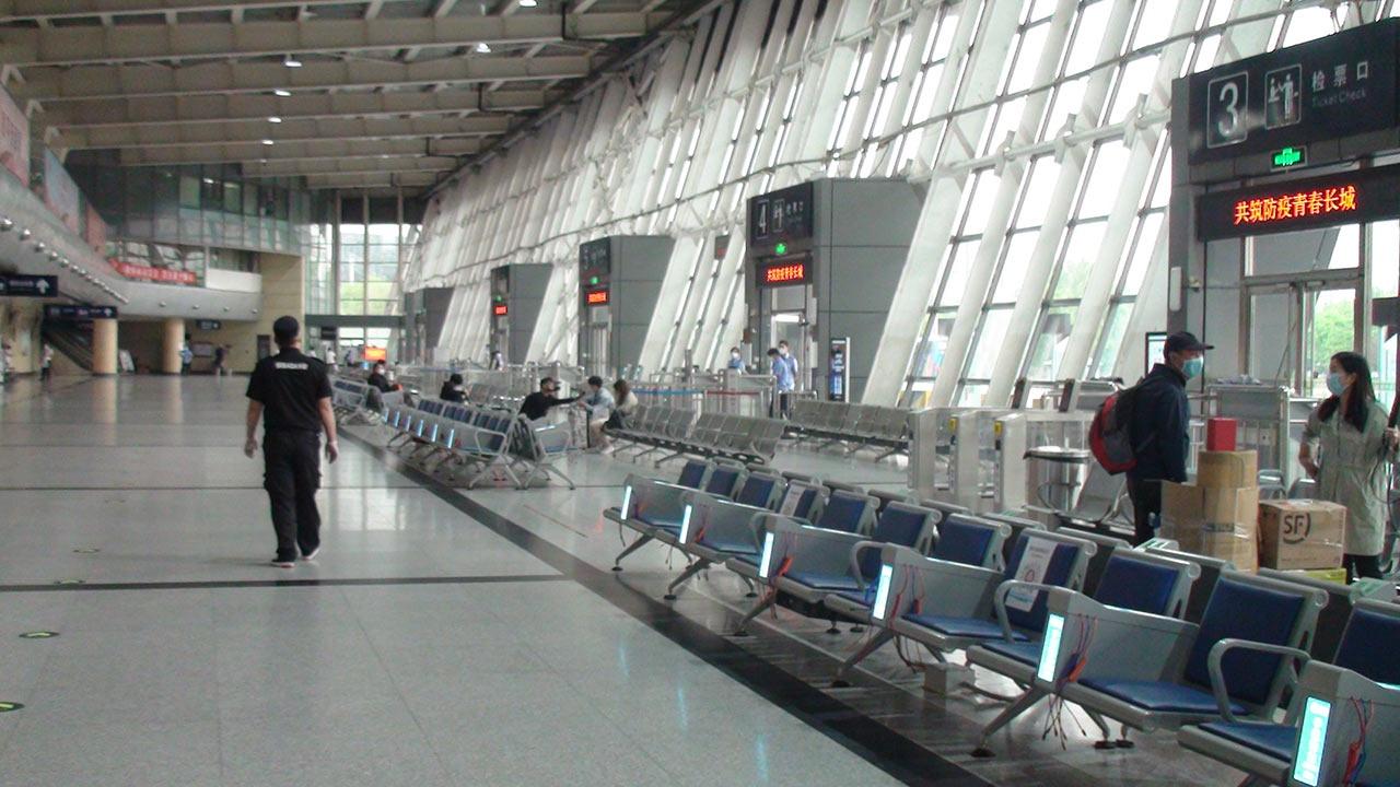 出京长途客运班线陆续恢复:旅客需出示健康码,全程佩戴口罩图片