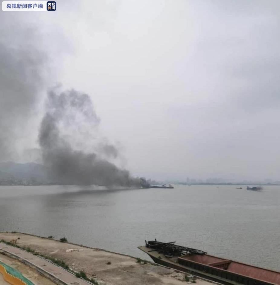 【摩天测速】船突然起火海事部门摩天测速紧图片