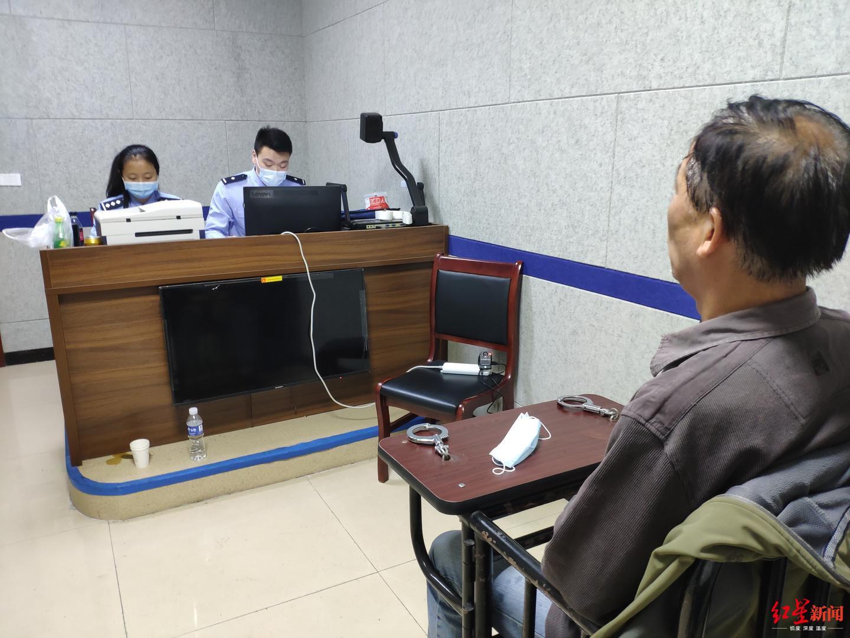 嫌犯刘昂接受审讯.警方供图