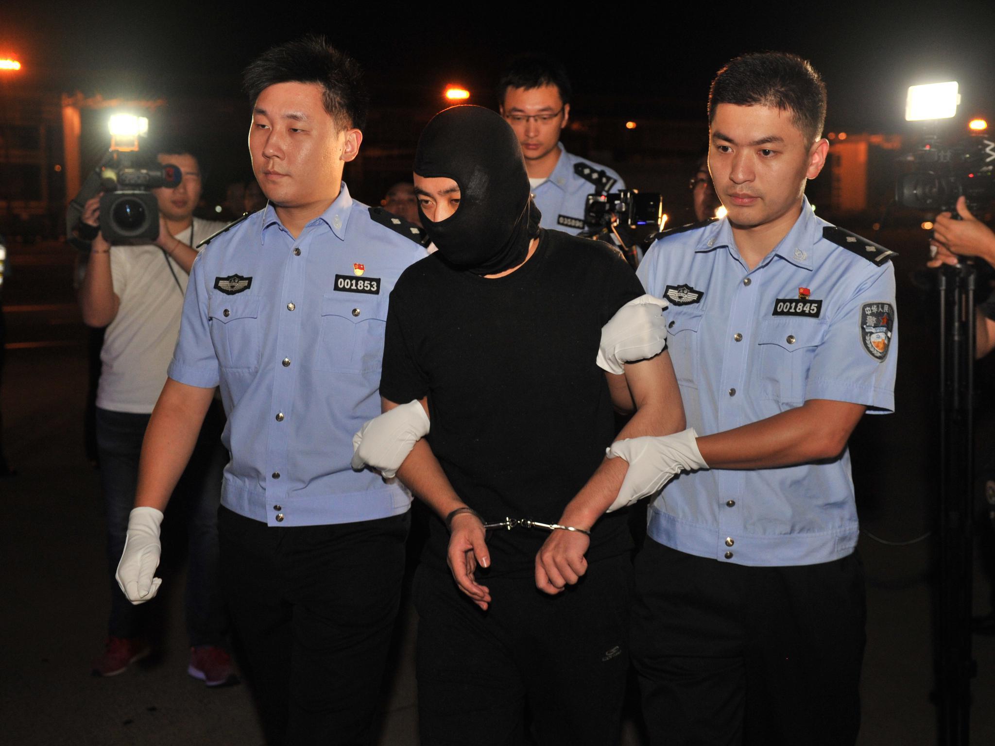 阜兴集团朱某某被押回上海