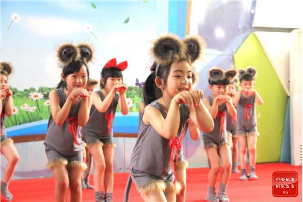 摩天娱乐:镜头摩天娱乐丨与爱童行图片