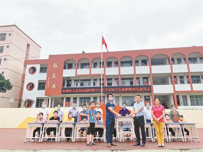 """深圳市关爱办""""爱心小书桌""""项目走进广西都安图片"""