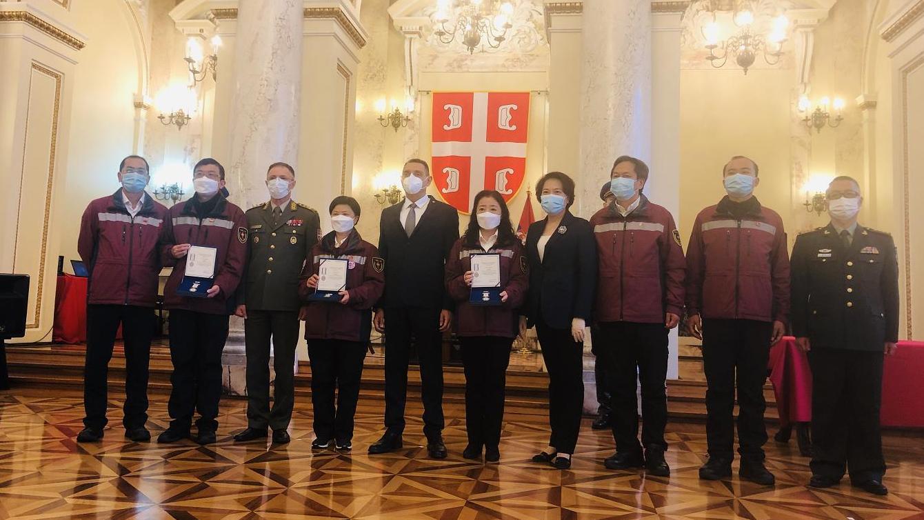 [摩天注册]部为中国3名轮换抗摩天注册疫专家授勋图片
