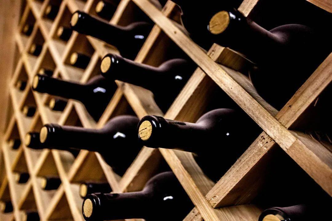 贺兰山。东麓是天下最佳酿酒葡萄和葡萄酒产区之一  觉/视图中国。