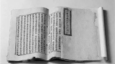石刻胡旋舞墓门、鎏金铜牛、西夏文佛经《祥瑞遍至口和本续》 均为宁夏国宝级文物。图/宁夏消息网