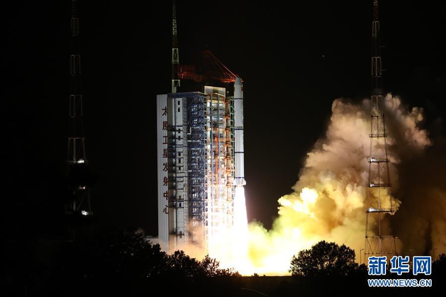 6月11日2时31分,我国在太原卫星发射中央用长征二号丙运载火箭,成功将海洋一号D卫星送入预定轨道,发射得到圆满成功。 新华社发(郑逃逃 摄)